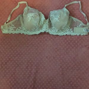 WACOAL 38DD 2 NUDE  2 WHITE/SILVER NEW $62 NOW$ 9